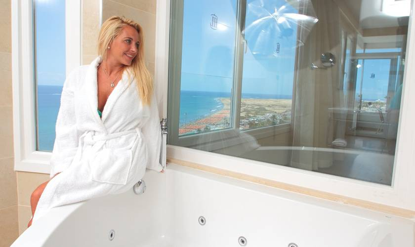 Bathroom Mastersuite1 Hôtel HL Suitehotel Playa del Ingles**** en Gran Canaria